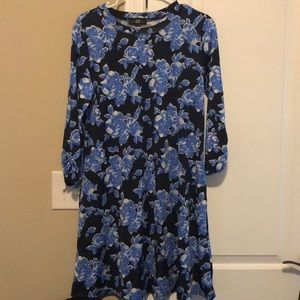 Lightweight quarter sleeve dress